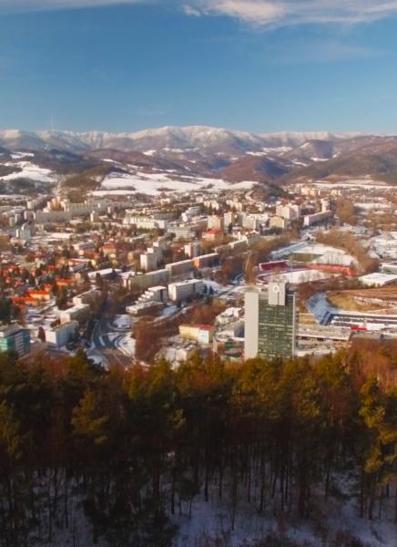 Zimná Banská Bystrica z vtáčej perspektívy.