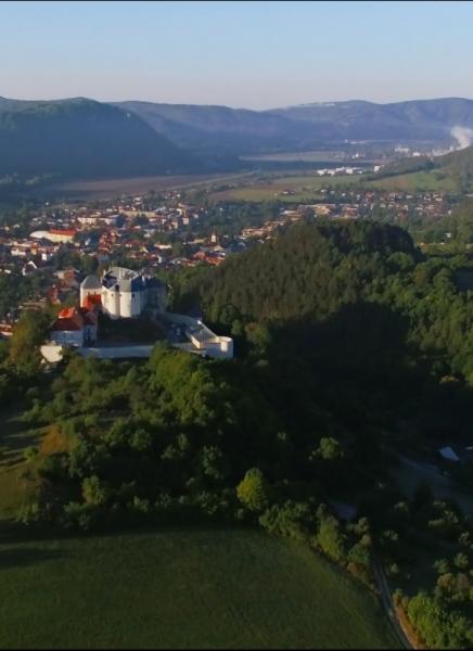 Ľupčiansky hrad z vtáčej perspektívy