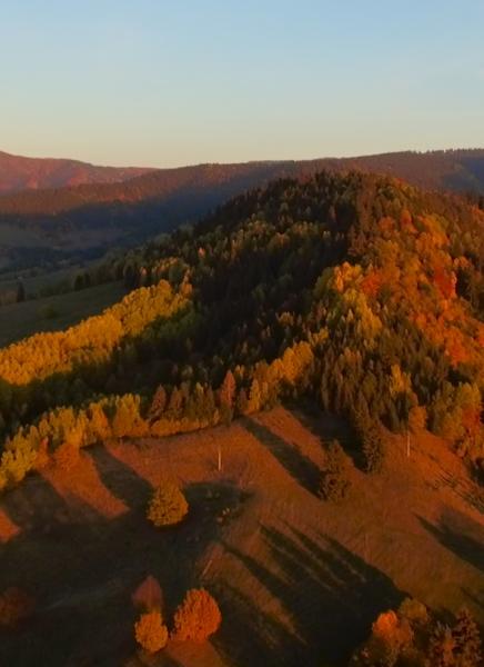 Jesenné výhľady zo strelníckych lúk z vtáčej perspektívy.
